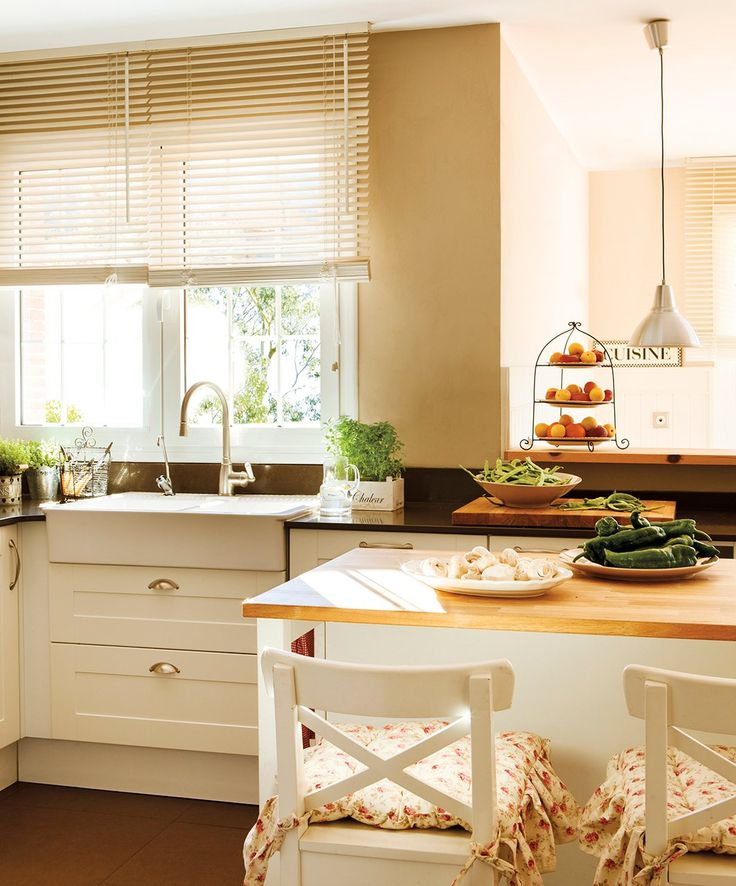Isla y cortina de Ikea y cojines de Coton et Bois. Interruptores  Una casa de película · ElMueble.com · Casas