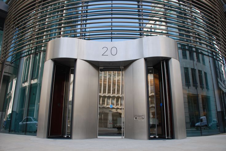 Stainless steel double Revolving Door 20 Gresham Street occupies a privileged position in the heart of the City, diagonally opposite the City of London's Guildhall.