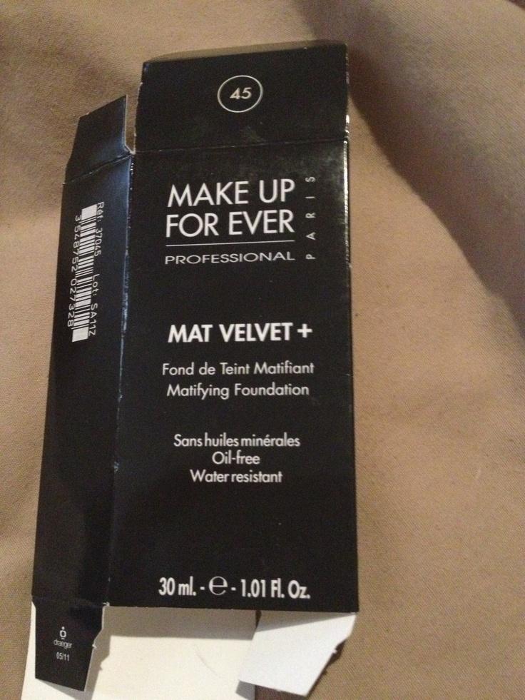 Esta base de maquillaje me ha encantado... buena para piel mixta y sensible... matifica muy bien! No olviden el bloqueador y el primer antes de aplicarla!