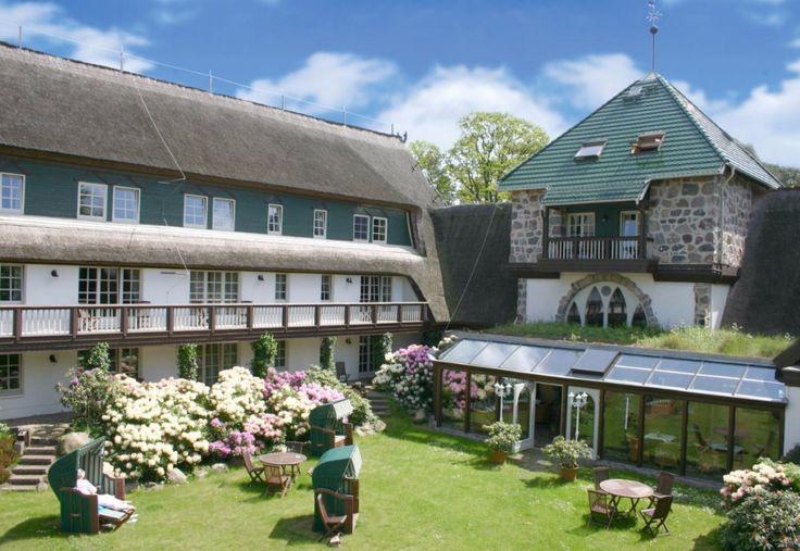 Der idyllische Garten im Hotel Damerow  Ostsee-Urlaub mit Hund auf der Insel Usedom - Hotel Forsthaus Damerow in Mecklenburg-Vorpommern - Deutschland
