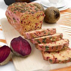 Rödbetsbröd - Saftigt bröd med läcker färg av rårivna rödbetor.
