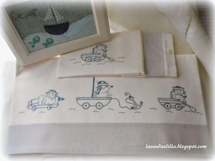 Buona giornata!     Oggi siamo al mare!   vi mostro un lenzuolino da lettino con marinai,   un disegno copiato dai decalcabili di Mani di ...