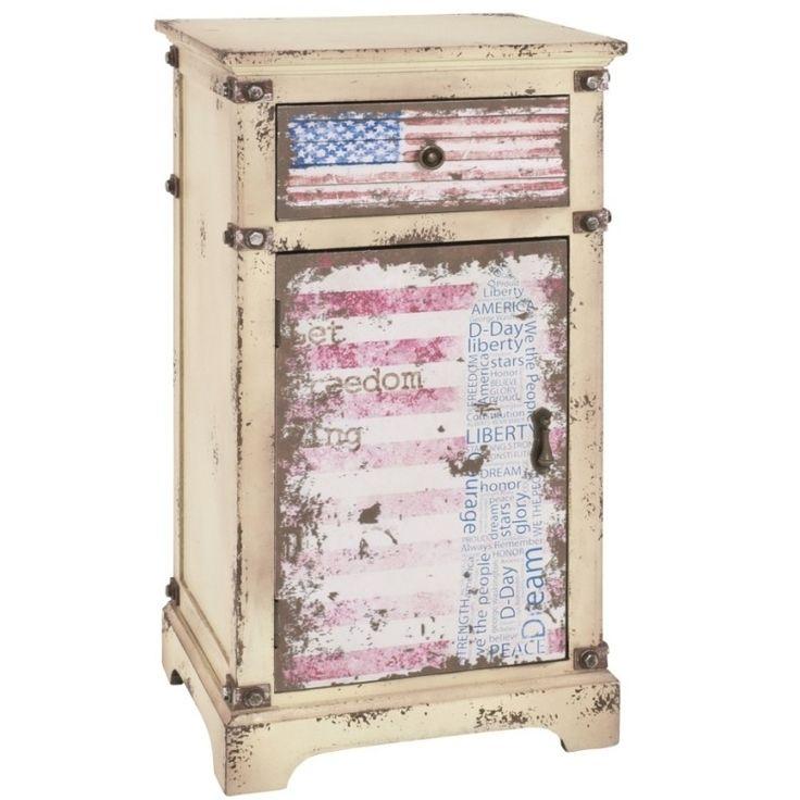 Das Sideboard im Vintage-Look holt Ihnen den USA-Flair direkt in Ihr Zuhause!  Für jede Menge an Stauraum sorgt die Ablagefläche hinter der Tür und die Schublade. #USA#Kommode#Nachtkommode#Vintagelook#Vintage
