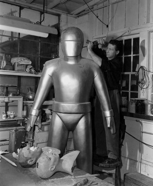 The Making of an Iconic Robot - The Day the Earth Stood Still 1951. ( classic science fiction movie / film making / prop / sci fi )