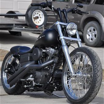 HD Dyna mild custom. Nicely done. Simple and clean.