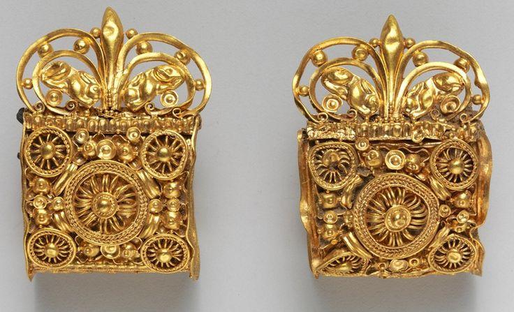 Pendientes de oro etruscos, del Siglo VI a. C.