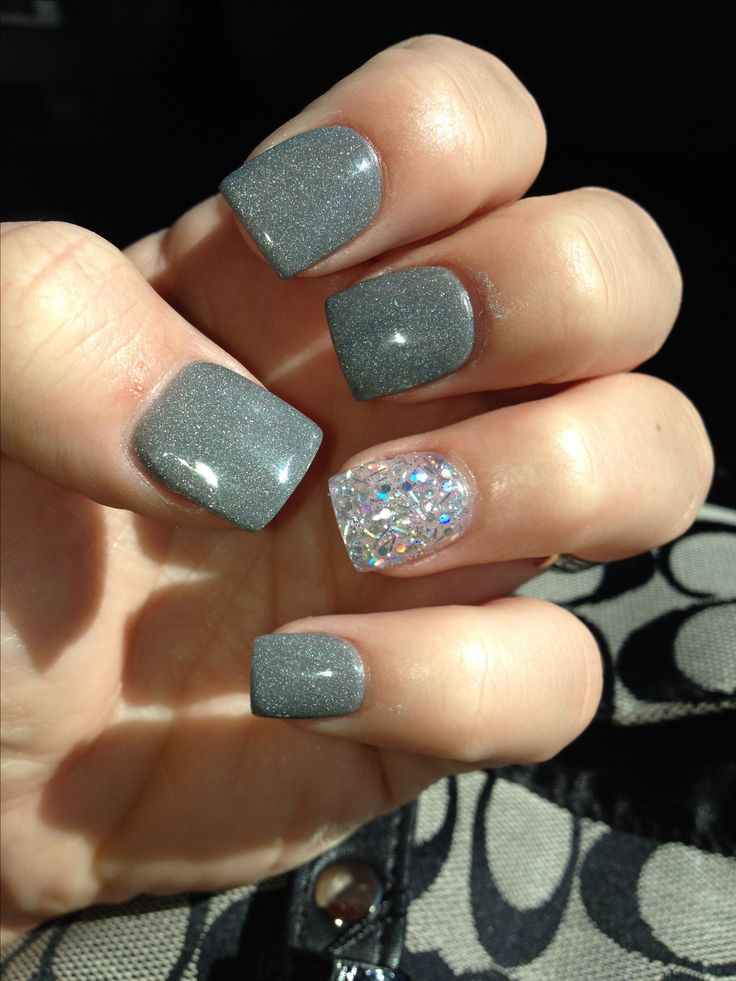 grey nails with accent nail
