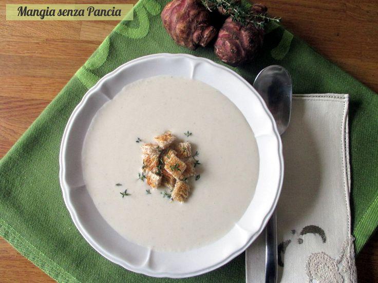 La vellutata di topinambur e formaggio è una delicata crema liscia e dolce. Di facile preparazione, basta qualche crostino per accompagnarla: che delizia!