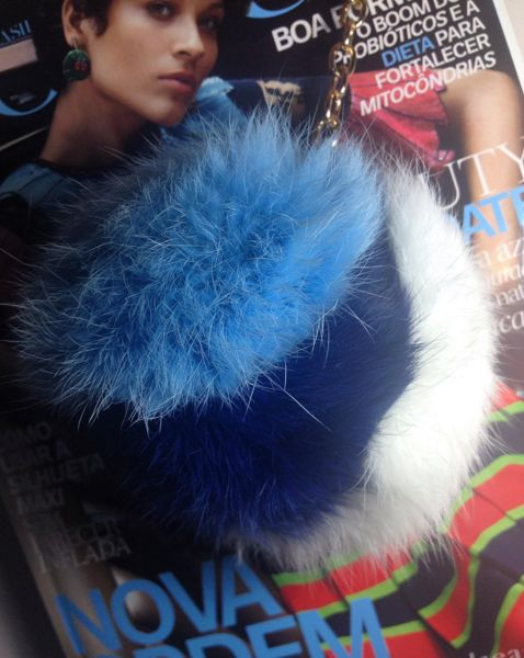 Furry Charm azul - pele de coelho
