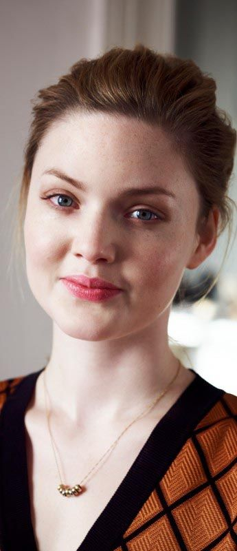 Heroine Josephine Score looks a lot like actress Holliday Grainger