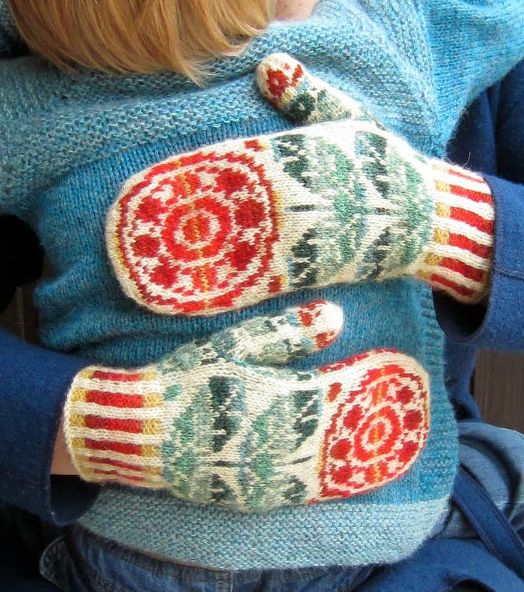 Torirot's rose mittens. The most beautiful mittens I've ever seen.