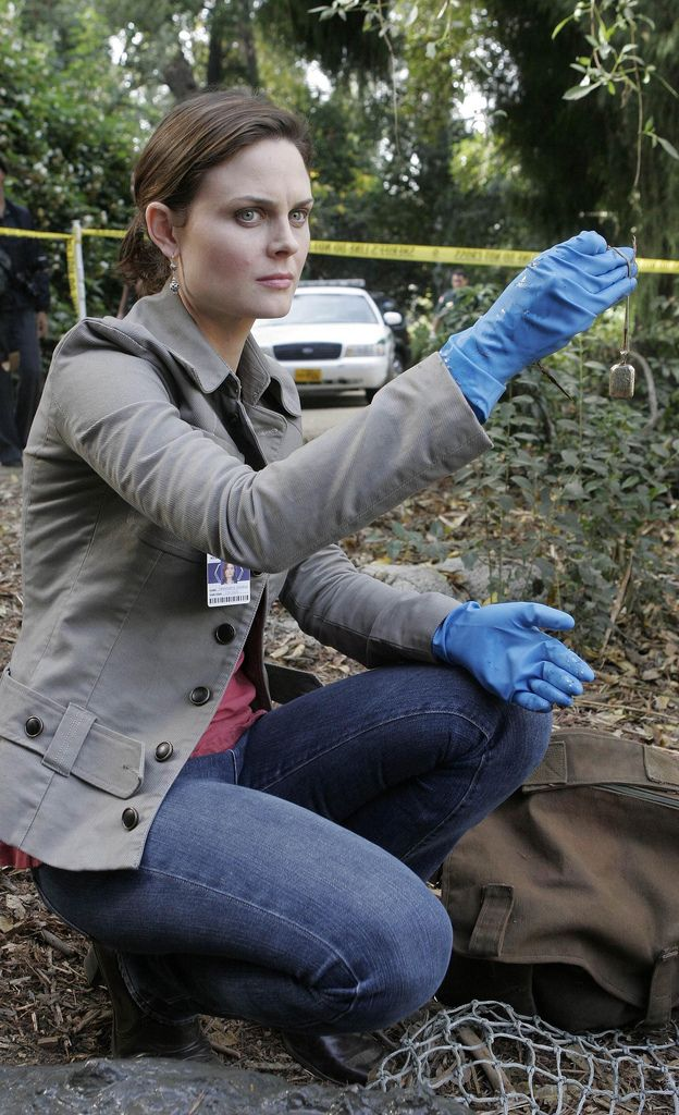 Bones Season 2 - The Girl in the Gator | Emily Deschanel as Dr. Temperance Brennan  ©2006 Fox Broadcasting Co. Cr: Carin Baer/FOX
