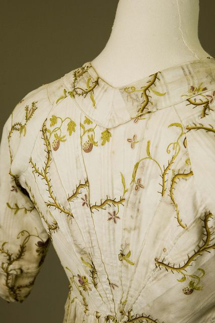 Regency fashion : back of dress top by Royal Pavilion & Brighton Museums, via Flickr
