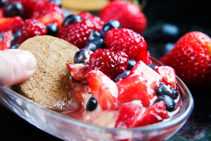 White Chocolate Chip Berrylicious Cheesecake Dip