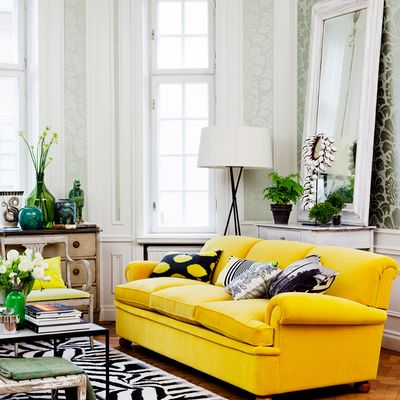 Sofá amarillo                                                                                                                                                                                 Más