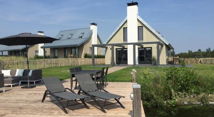 Oesterdam 10-12 Wellness - Watervilla voor 10-12 personen — Waterrijk Oesterdam