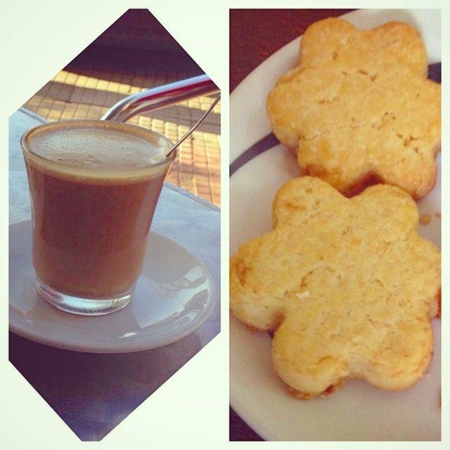 Lo mejor a media tarde: café y pastas ☕️  #ideassoneventos #merienda #instafood #ñamñam #momentosderelax #food #café #coffee #descanso #relax #disfrutar #descanso #desconexión #feliz #relax #vacaciones #holidays #asturias #paraísonatural