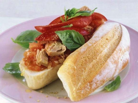 Tomaten-Thunfisch-Baguette ist ein Rezept mit frischen Zutaten aus der Kategorie Baguette. Probieren Sie dieses und weitere Rezepte von EAT SMARTER!