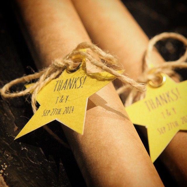 #席次表 絶対にロールにする‼︎‼︎って決めてました♡笑  #結婚式準備#結婚式#サンキュータグ#スター#麻紐#クラフト紙#ハンドメイド#イエロー#ハトメ#手作り