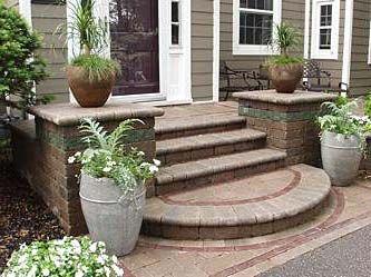 Круглые ступени для крыльца дома фото пример входного крылечка круглой формы ступеньки вход в частный дом смотреть на фотографии образец
