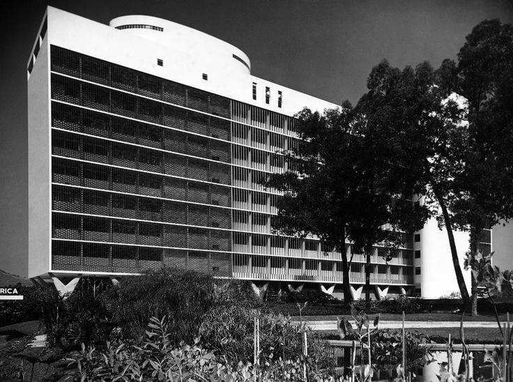 Exposiçoes Virtuais - Arquivo Nacional Hospital da Lagoa, no Rio de Janeiro O edifício de linhas modernas, projetado por Oscar Niemeyer, foi inaugurado em 1958. Os murais da fachada são do artista plástico Athos Bulcão e os jardins de Burle Marx  Rio de Janeiro, s.d. Correio da Manhã