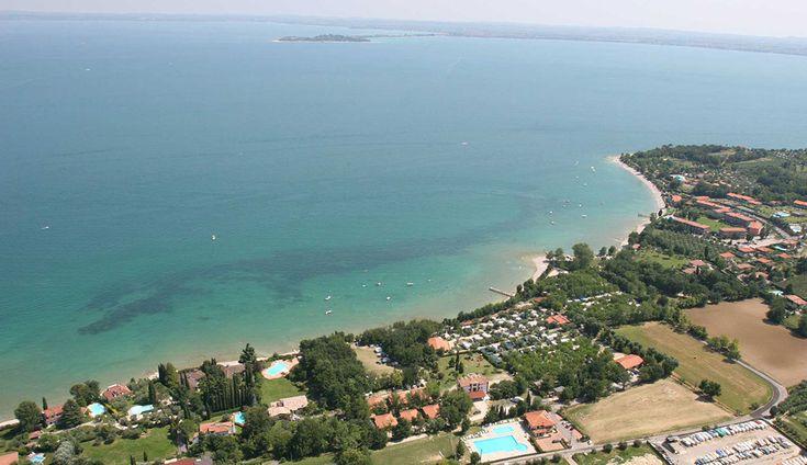Camping Zocco bij Moniga del Garda aan het Gardameer, Italië. Met een prachtig zwembad en veel faciliteiten, is deze mooie camping een aanrader voor vakantie met de kids! Voor meer informatie: http://gardacamp.nl/camping-zocco