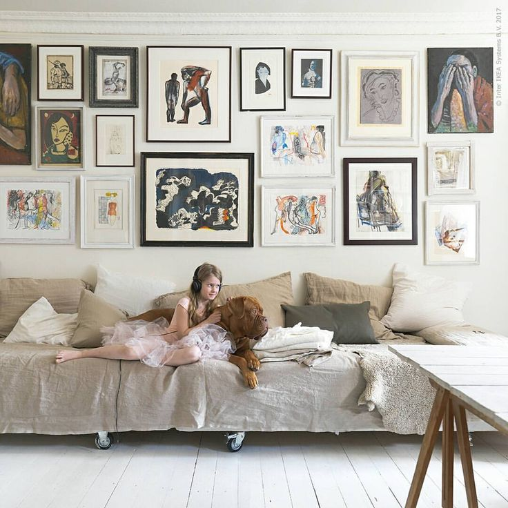 """Är människor som bor på liten yta lite smartare än de som bor stort? I tredje delen av boken """"Hitta!"""" hälsar vi på i tio kompakta hem och inspireras av vackra och smarta lösningar. HITTA! del 3, IKEA FAMILY pris 99 kr (ord 199 kr)."""