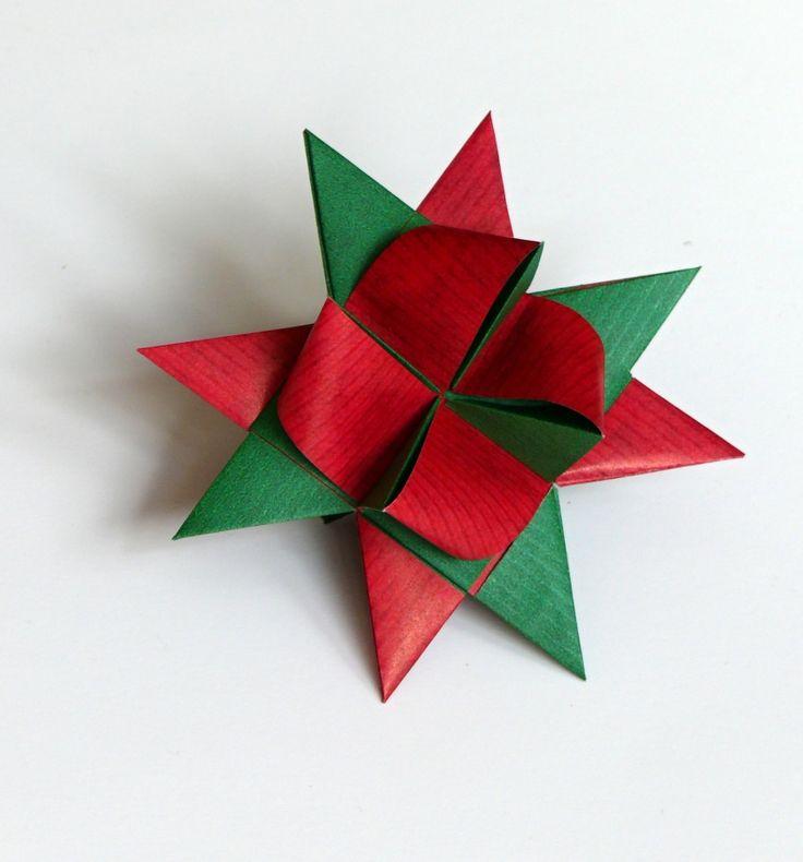 Velikost hvězdičky 9 cm, vhodná k zavěšení na vánoční stromeček, k dekoraci vánočního věnce, k výrobě girlandy.