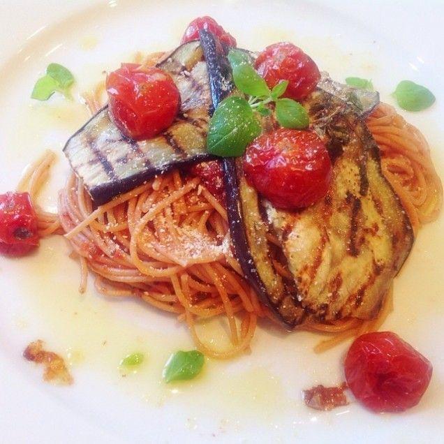 Spagetti med min populära tomatsås och grillad aubergine - Mitt Kök | Recept | Mat | Vin | Öl