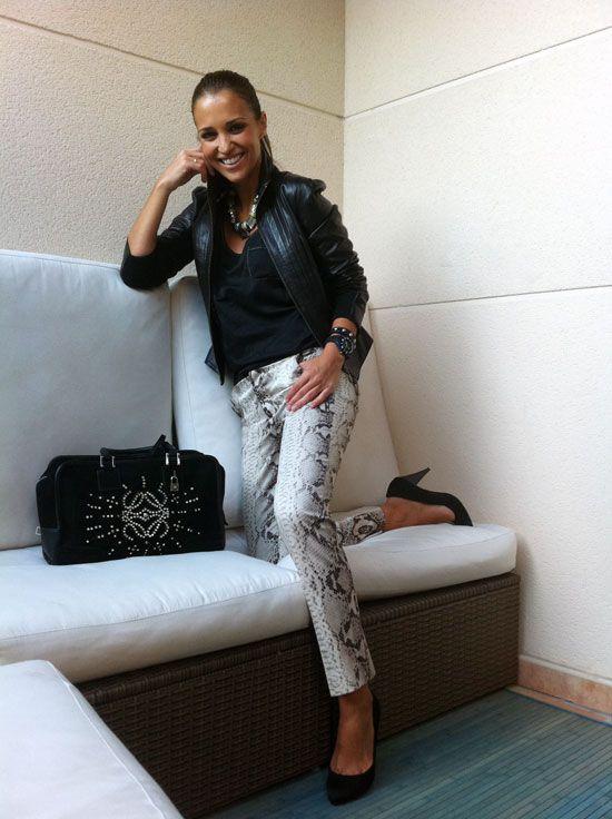 cazadora TedBaker. Pantalones de Zara. Top de Blanco