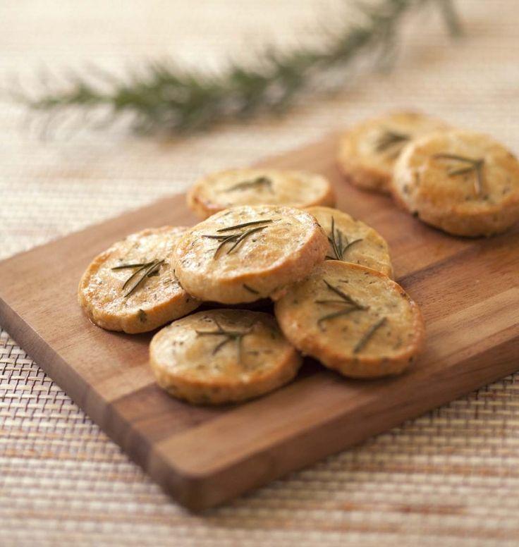 Crackers au parmesan et romarin - Recettes de cuisine Ôdélices