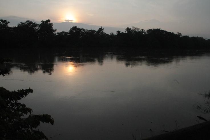 Amanecer en el río Sinú