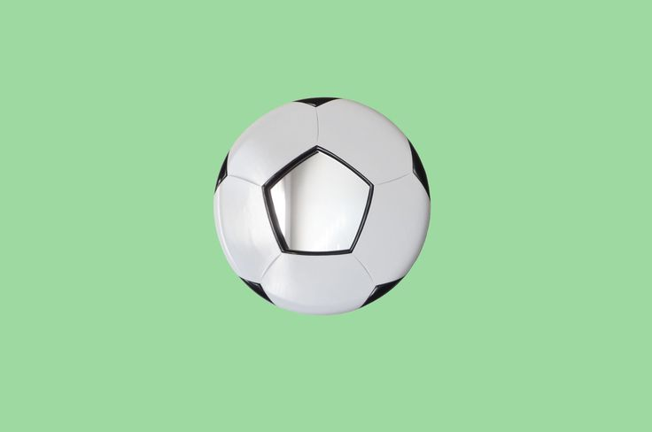 Mad about football and soccer - then about a nice football mirror ? Ideal present for the Footy fans..!
