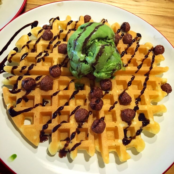 Waffle Grean tea ice cream at be'waffle and ice cream