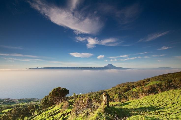 Pico visto de São Jorge, Açores