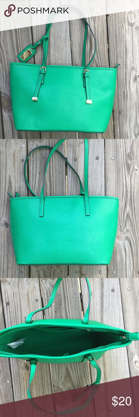 """Aldo Tote Beautiful Green Bag. Top zipper and one zipper inside. Two side slots for keys and phone. Height- 9"""" length- 14.5"""" Aldo Bags Totes"""