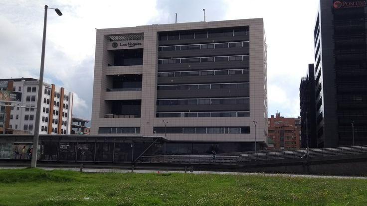 Clínica Los Nogales sobre la Autopista norte, en Bogotá.
