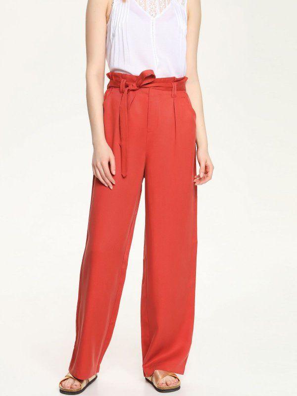 W2017 Spodnie damskie bordowe  - spodnie długie - TOP SECRET. SSP2229 Świetna jakość, rewelacyjna cena, modny krój. Idealnie podkreśli atuty Twojej figury. Obejrzyj też inne spodnie tej marki.