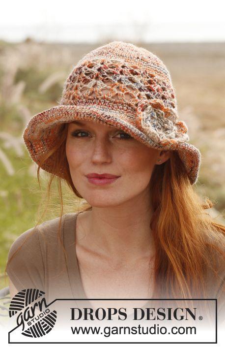 Cappello DROPS all'uncinetto con fiori in Fabel e Lin o Fabel e Belle. Modello gratuito di DROPS Design.