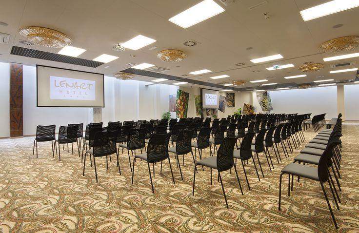 Sala Klonowa przygotowana na jedną z konferencji w Hotelu Lenart w Wieliczce Zapraszamy również na stronę Hotelu na: hotellenart.pl/