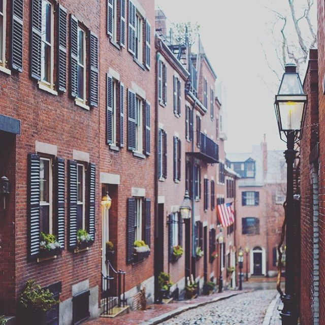 The winding streets of #Boston- terrible to drive through, amazing to see. . . #RealtorLife #Bostonpride #BeaconHill #BostonRealEstate #NewEngland #Massachusetts #Brick #Architecture #BostonBuildings #localrealtors - posted by Town & Main Realty https://www.instagram.com/townandmainrealty - See more Real Estate photos from Local Realtors at https://LocalRealtors.com