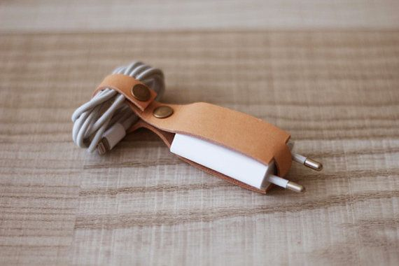 Cable organizer with plug – Cable holder – customizable
