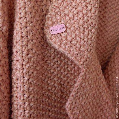 Купить или заказать Пальто вязаное розовое в интернет-магазине на Ярмарке Мастеров. Фактурное пальто модного фасона oversize из толстой пряжи (25% шерсть, 75% акрил). Возможны вариации длины и цвета. Цена 10000 руб. указана на самый маленький размер.