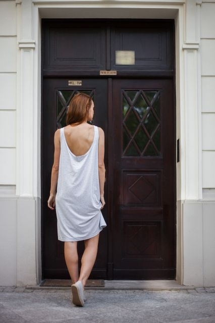 GREY OVERSIZED DRESS | We love our summer basics @ theodderside.com