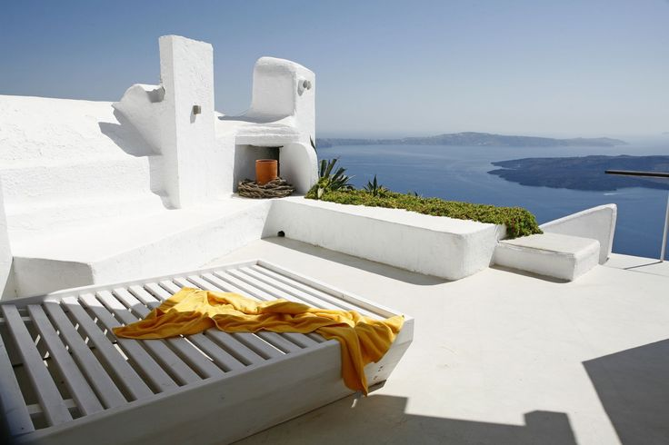 Unwind in total privacy, enjoying the breath-taking Caldera view