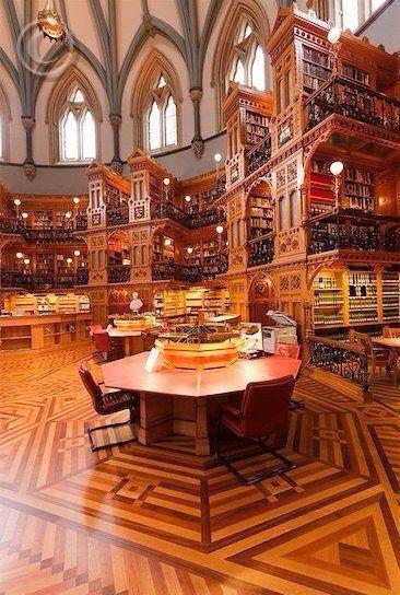 Sala di lettura della biblioteca del Parlamento ad Ottawa, Ontario, Canada