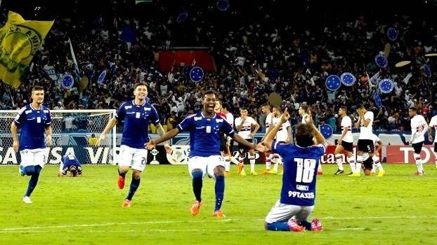 Cruzeiro reverte vantagem, vence São Paulo nos pênaltis e está nas quartas da Libertadores