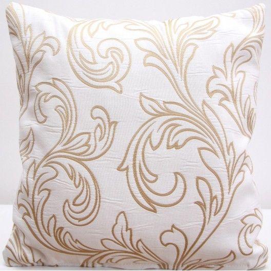 Dekoračné obliečky na vankúše bielej farby s béžovým vzorom