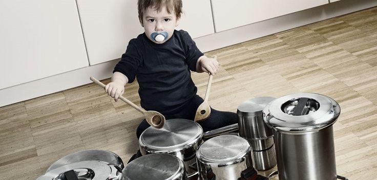 Voici quelques idées de petits jeux/activités pour éveiller les bébés de 12 à 24 mois à la musique. L'éveil musical va les aider à développer l'écoute et...