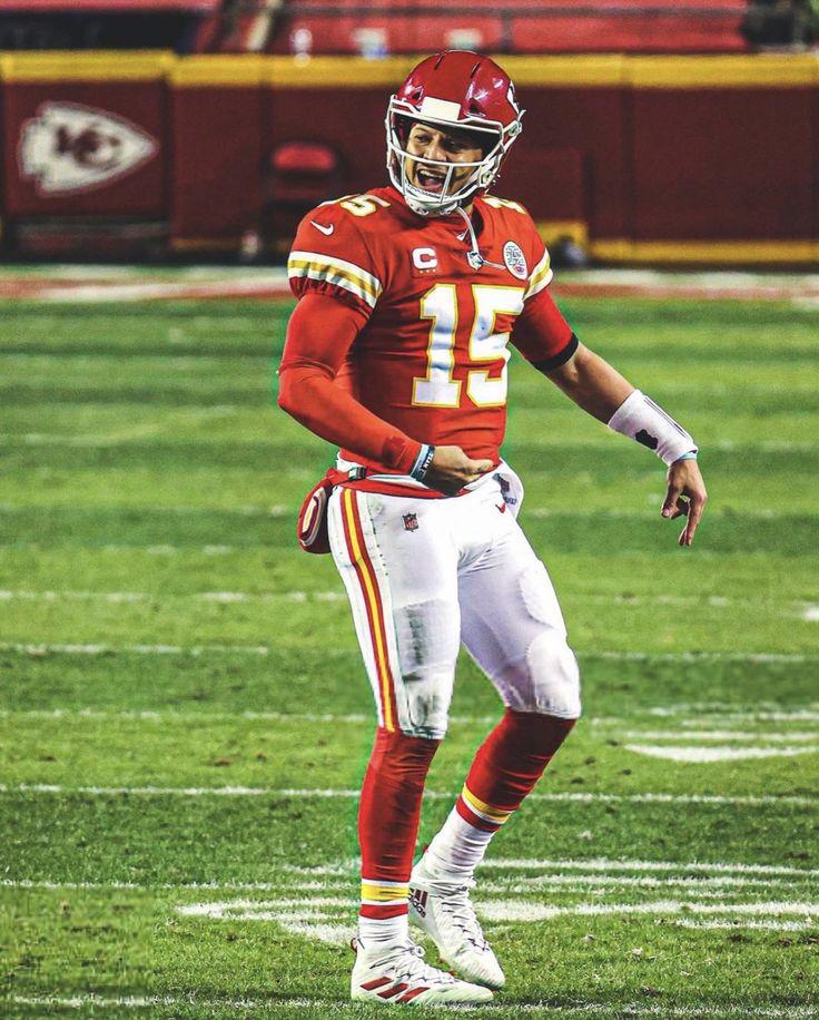 Football Relationship Goals, Michael Jordan Dunking, Kansas City Chiefs Football, Wwe Girls, Nfl Jerseys, Funny Laugh, American Football, Super Bowl, Football Helmets
